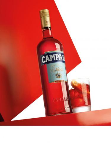 FamousGrey en Campari heffen het glas