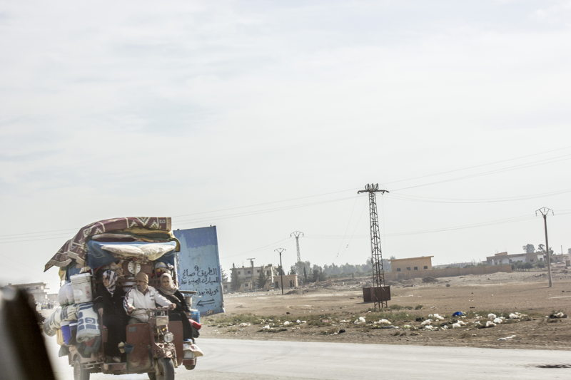 As some of Raqqa governorate residents were informed that they can return home, many packed their belongings and headed back home. Most go back to damaged houses. Credit: Diala Ghassan/MSF
