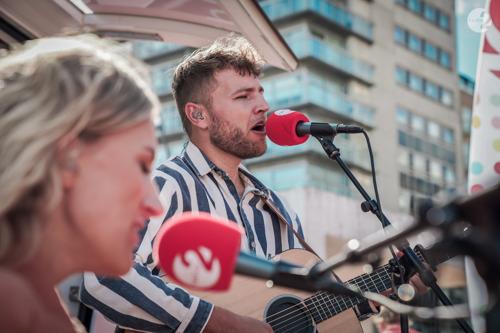 Muzikaal weekend op Radio 2: De Grootste Familie steunt Vlamingen met concerten en zelfgekozen muziek
