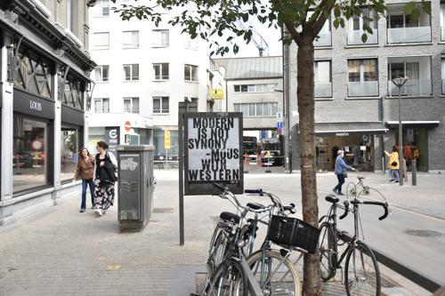 Antwerpse billboards vertellen verhalen uit MoMu-expo 'Textiel in Verzet'