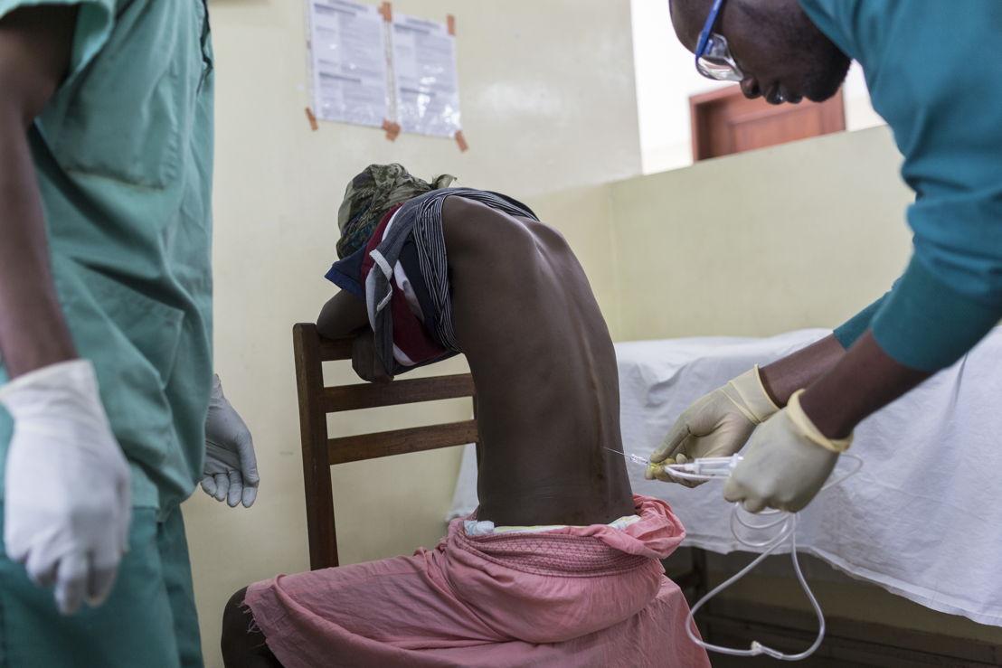 Nurse at work at CHK hospital in Kinshasa run by MSF. Photo: Kris Pannecoucke / MSF