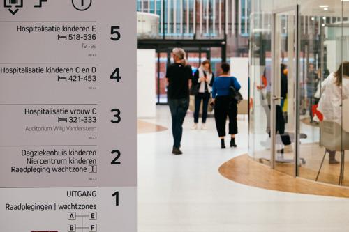 UZ Leuven opent nieuw gebouw 'Vrouw, kind en erfelijkheid' officieel