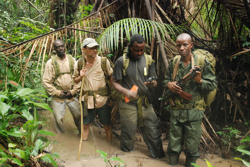 Pauwel De Wachter van WWF met  collega's in Congo