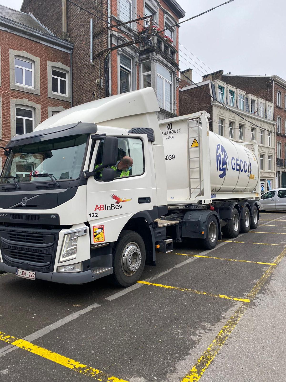 Tankwagen gevuld met drinkbaar brouwerijwater