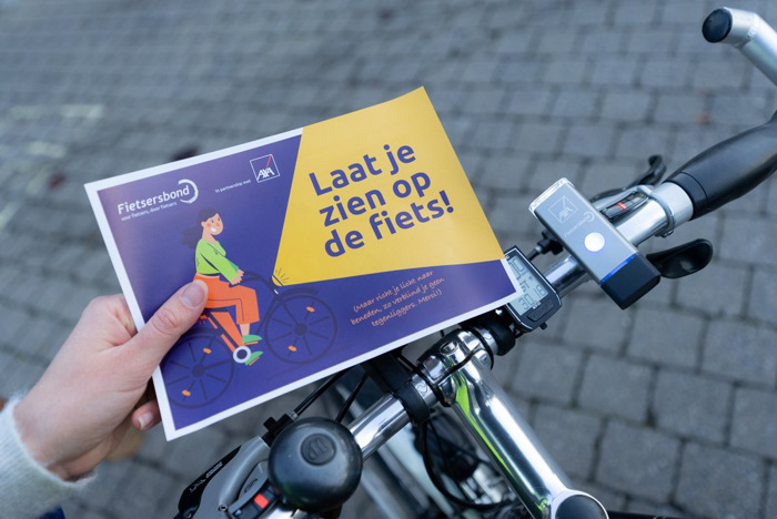 Fietsersbond en AXA verlichten de onverlichte fietspendelaar.