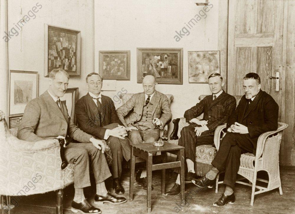 At Paul Klee's Bauhaus studio in Weimar, 1st April 1925: the Bauhaus Masters (from left to right) Lyonel Feininger, Vassily Kandinsky, Oskar Schlemmer, Georg Muche and Paul Klee. Photo, 1925<br/>AKG116352