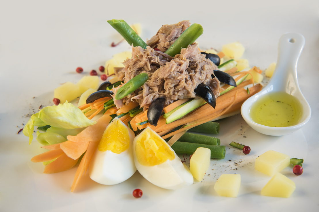 Insalata colorata di verdure e tonno (2).jpg