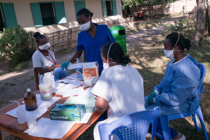 Nurses prepare care for patients with plague in a medical center. Photographer: RIJASOLO/Riva Press