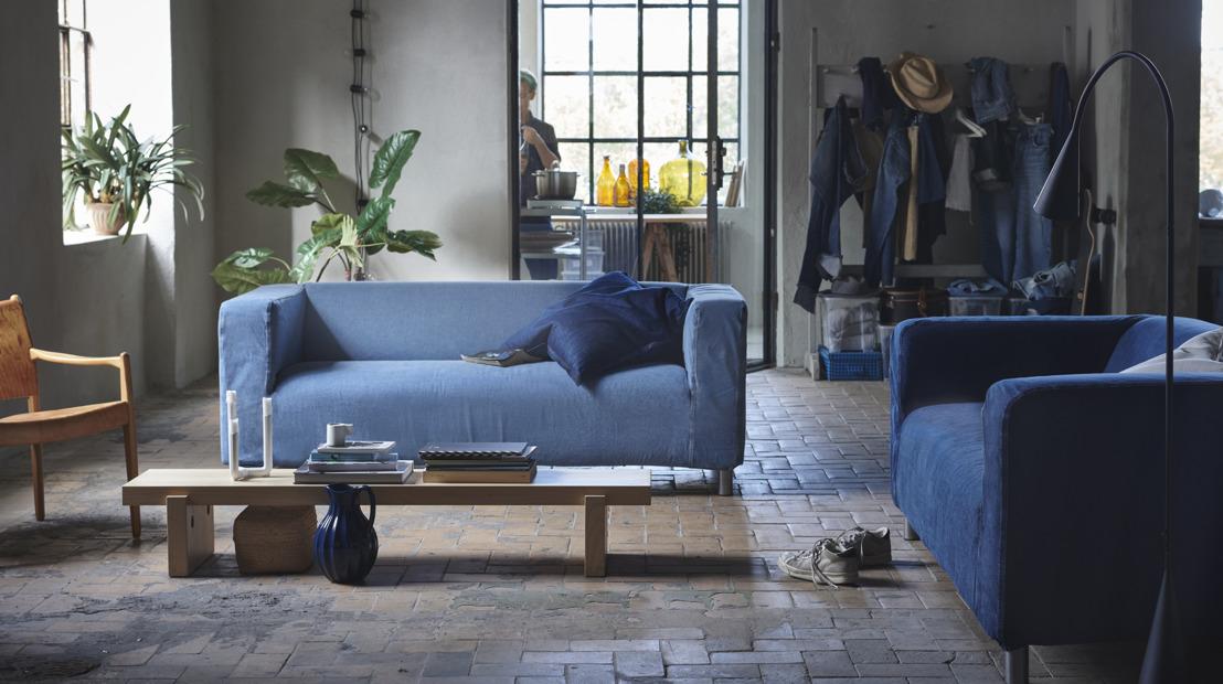 IKEA et MUD Jeans offrent un nouveau vêtement durable à l'iconique canapé KLIPPAN
