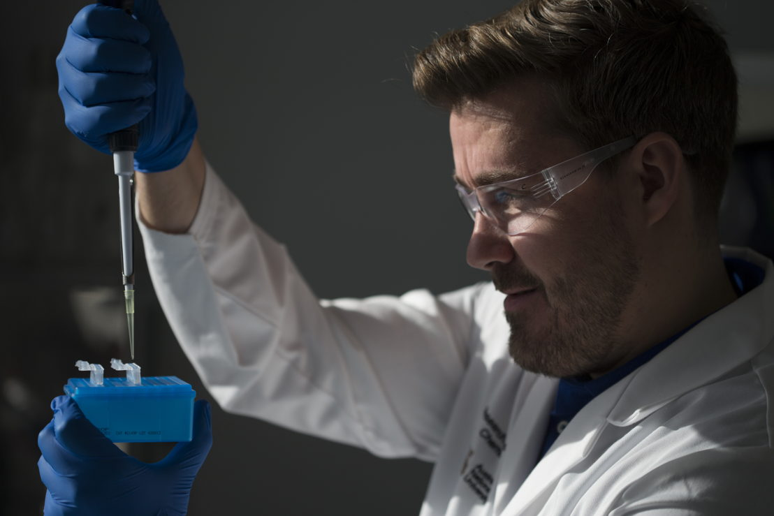 Dr Lee Alissandratos in his lab at The Australian National University. Image credit: Lannon Harley, ANU