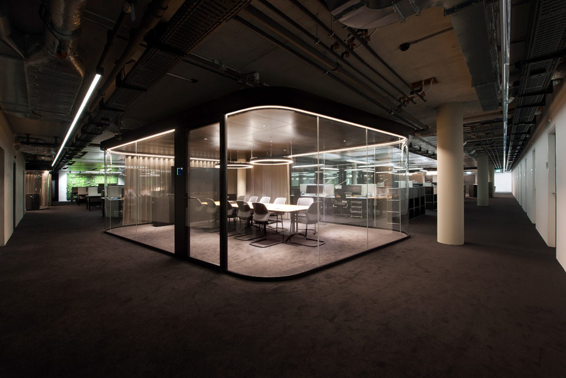 Perfect Clarity: Glass Conference Rooms and Huddle Spaces Tuned to Acoustic Perfection by WSDG