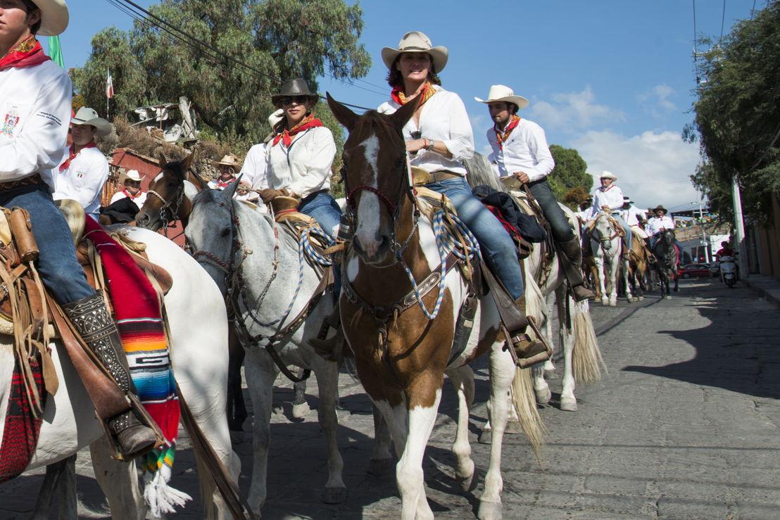 Sandra Chollet  en la cabalgata histórica de la Conspiración Ignacio Pérez