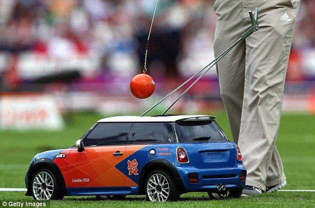 https://www.dailymail.co.uk/sport/olympics/article-2183053/London-2012-Olympics-Mini-Mini-deliver-athletics-equipment.html