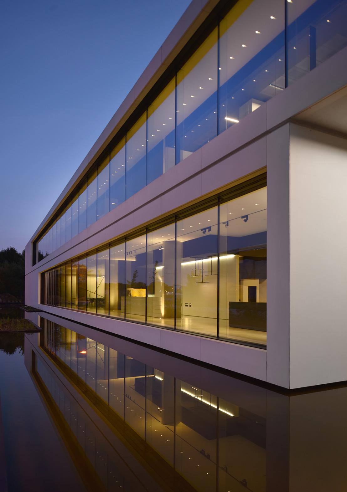 The world of kreon op Light+Building: nieuwe kantoor- en architecturale verlichting in een verrassend decor