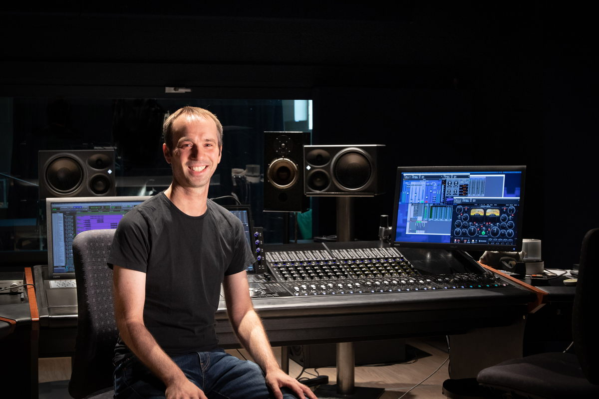 Michael Thumm, sound engineer and managing director of  Bauer Studios in the redesigned control room of Studio 2 (Photo: Andreas Barnowsky)