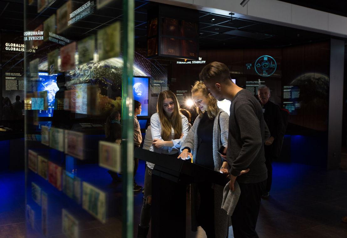 Das Museum nähert sich den Themen Bargeld, Buchgeld, Geldpolitik und Geld global in unterschiedlichen multimedialen Ansätzen und richtet sich ausdrücklich auch an das junge Publikum.