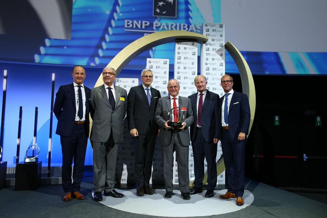 Peter Vyncke, CEO Vyncke and Dirk Vyncke receive the award 'Onderneming van het Jaar®' 2016 from Federal Vice Premier Kris Peeters and Rudi Braes, CEO and Chairman of EY EY Belgium © Frederic Blaise