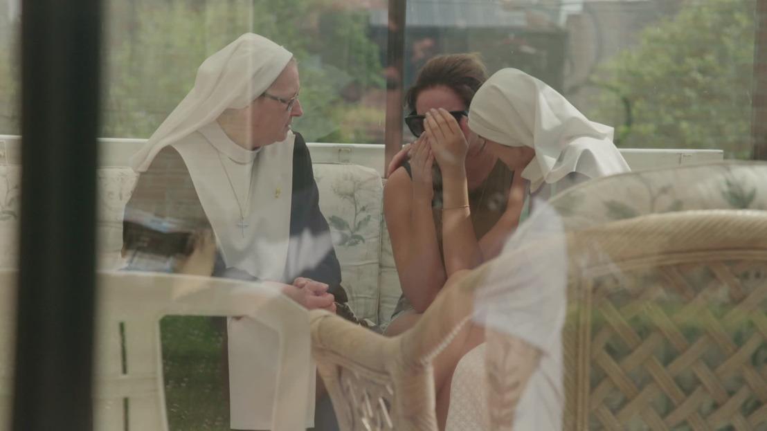Hoe lang kan Chloë het sobere kloosterleven nog aan?