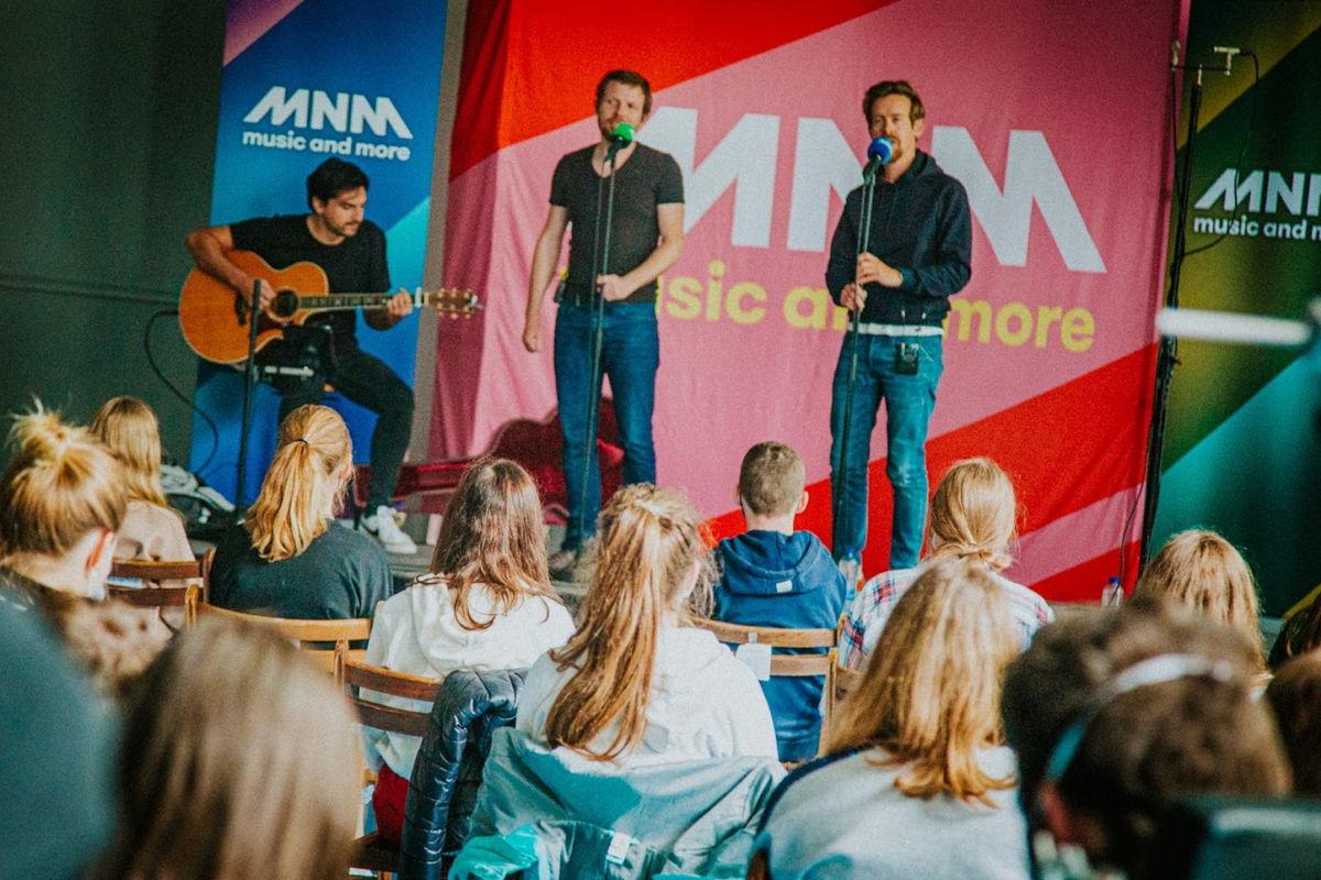 Groot gejuich bij Stella-Matutina in Wuustwezel, want Cleymans & Van Geel brachten een bezoekje om een paar van hun beste songs live te brengen.