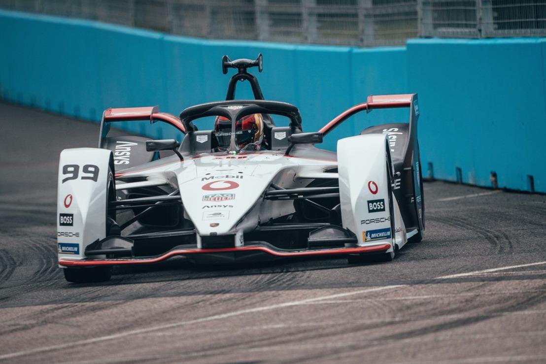 Porsche eyes title chance heading to season finale