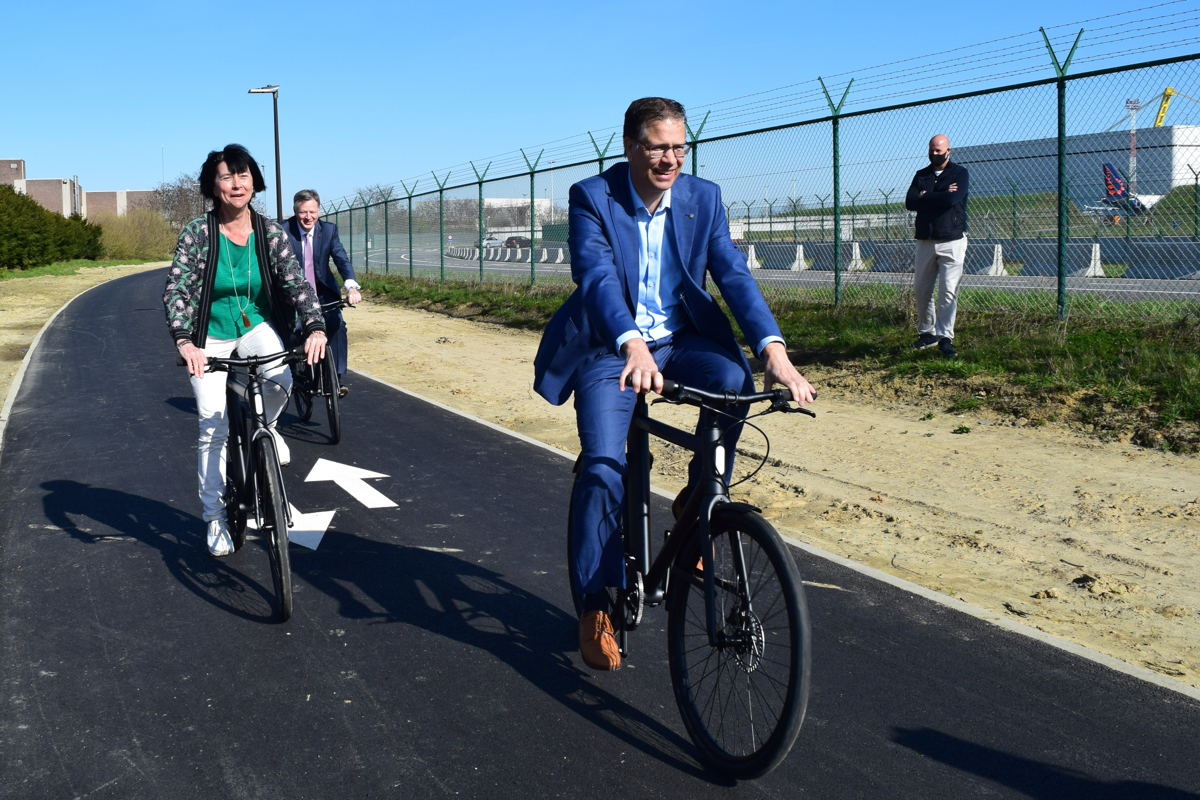 Foto: op 29 maart werd de S-bocht op de fietssnelweg ingefietst