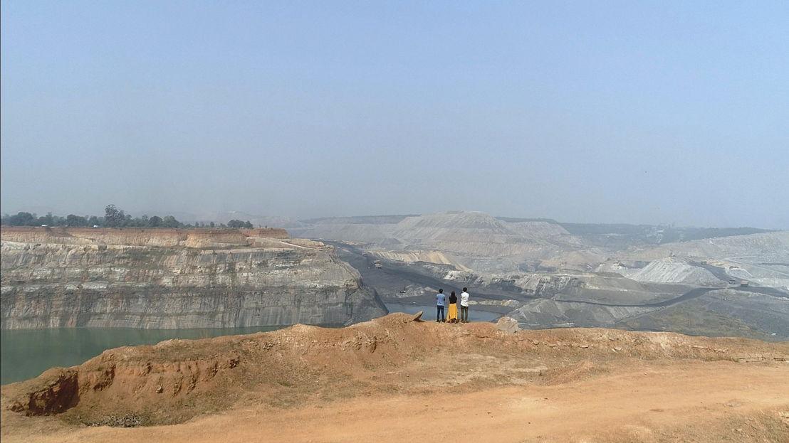 Watt - Aflevering 1: Steenkoolmijn in India - (c)   Hotel Hungaria
