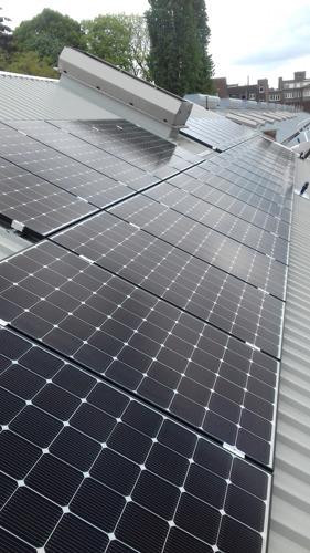 Plus de 2.000 panneaux photovoltaïques installés sur deux sites de la STIB cet été