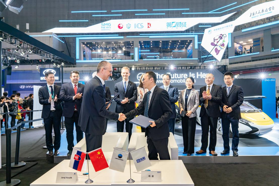 AeroMobil a spoločnosť Baoneng Motor podpísali na medzinárodnej výstave China International Import Export v Šanghaji (CIIE) strategickú dohodu