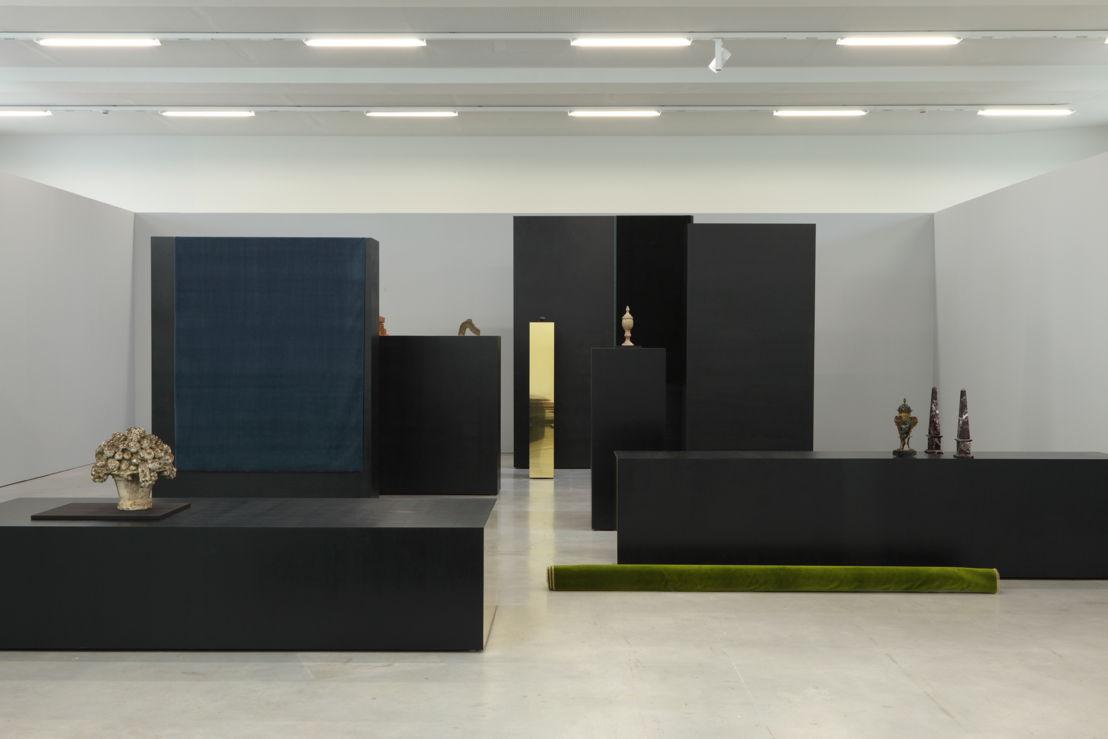 Isabelle Cornaro, Paysage avec poussin et témoins oculaires (version VI), 2014<br/>© de kunstenaar &amp; M-Museum Leuven / Dirk Pauwels