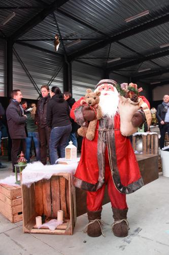 Cronos Groep medewerkers bundelen hun krachten bij Warmste Kerstmarkt