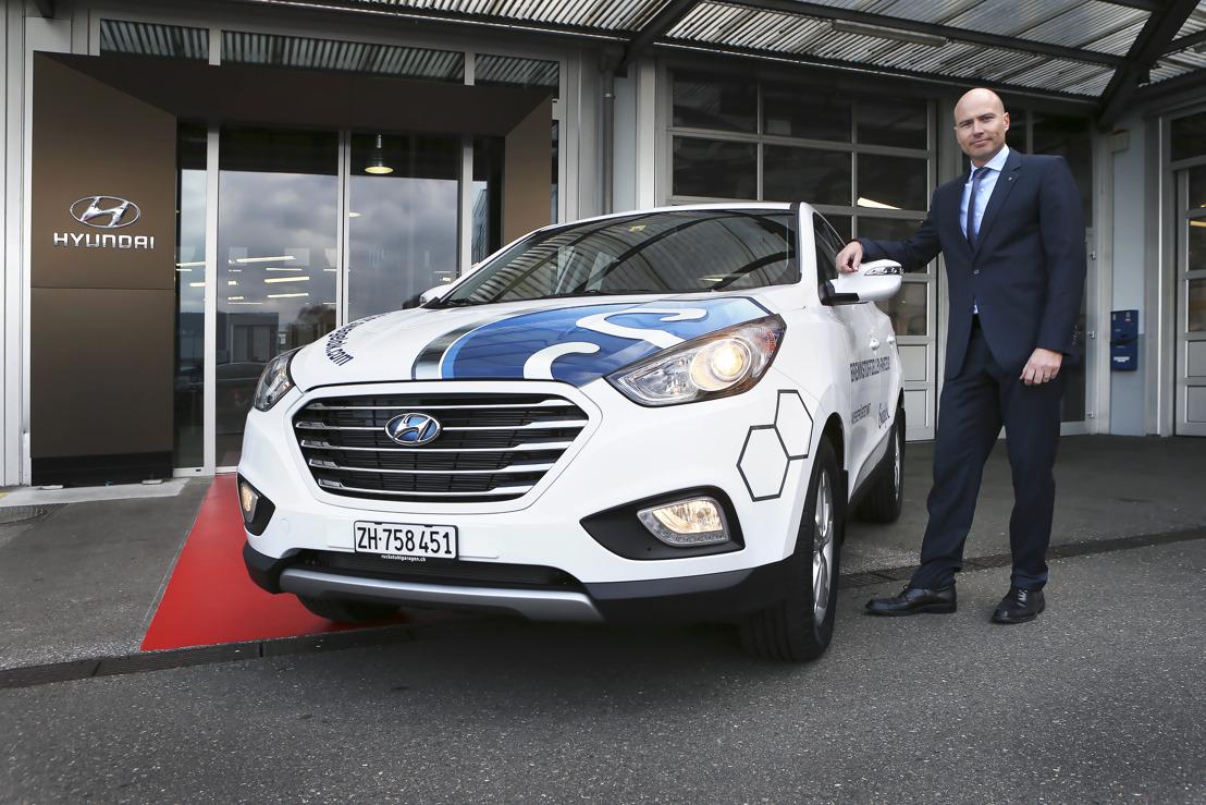 (Communiqué uniquement disponible en Allemand) Erster Schweizer Kunde mit Wasserstofffahrzeug von Hyundai unterwegs