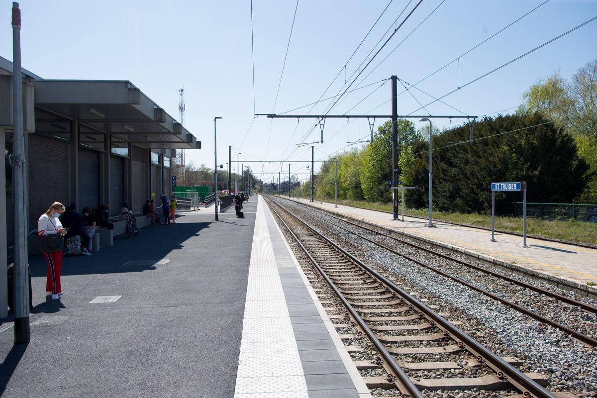 In het station van Sint-Truiden kunnen de reizigers sinds maandag de trein nemen op het vernieuwde perron 1  © NMBS