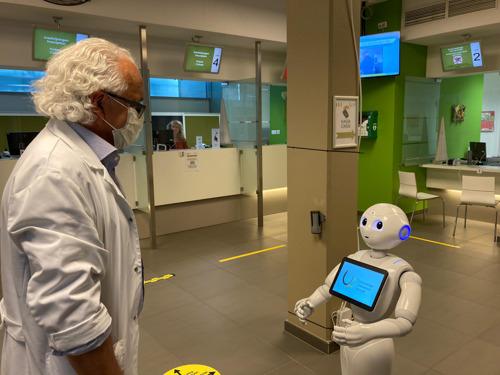 UZ Brussel test sociale robot uit in de strijd tegen COVID-19