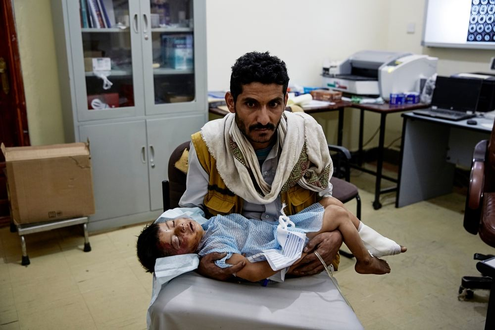System identifier<br/>: MSF150254<br/>Title<br/>: Sa&#039;ada City Hospital<br/>Photographer / cameraman<br/>: Sebastiano Tomada<br/>Countries:<br/>Yemen<br/>Description<br/>: A father holds his wounded child at the MSF supported Ministry of Health hospital in<br/>Sa&#039;ada city. SSaudi led coalition forces have been carrying out air strikes on a daily basis in Yemen&#039;s<br/>Sa&#039;ada warning civilians to leave the province after declaring the entire territory a &quot;military<br/>target&quot;.June 15, 2015.<br/>(Photo by Sebastiano Tomada/Getty Images Reportage