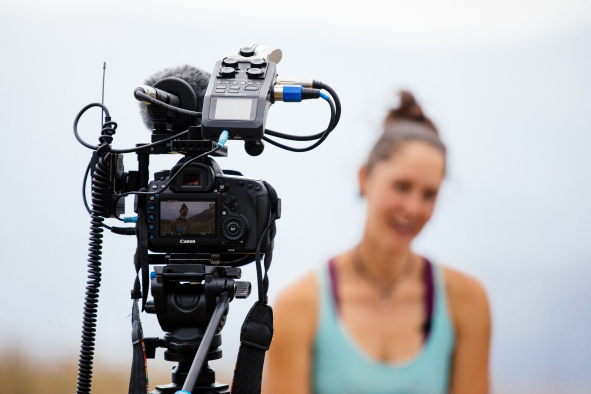The evolution wireless ew 112P system was mainly used for interview situations: Climber Kim is miked up with the ME 2-II lavalier, the EK 100 receiver is attached to the camera (left)