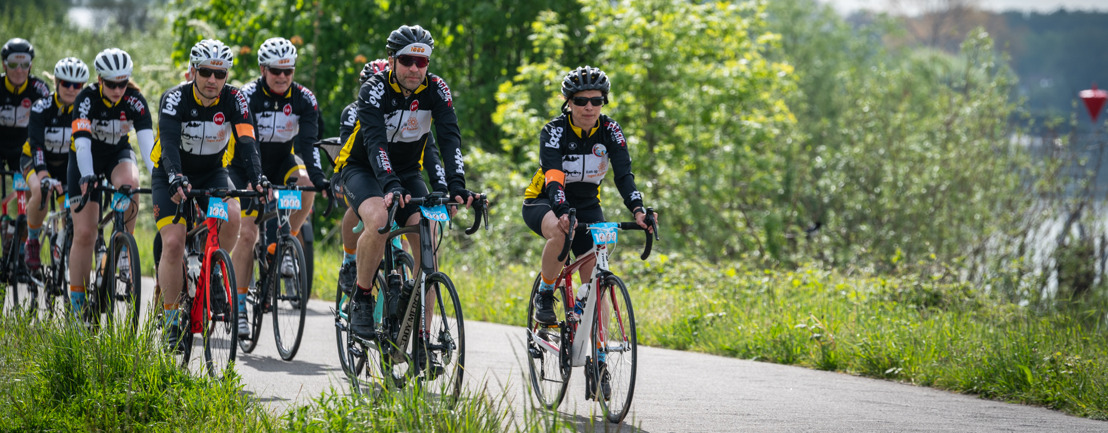 Duizenden fietsers trapten door weer en wind tijdens Iedereen 1000 voor Kom op tegen Kanker