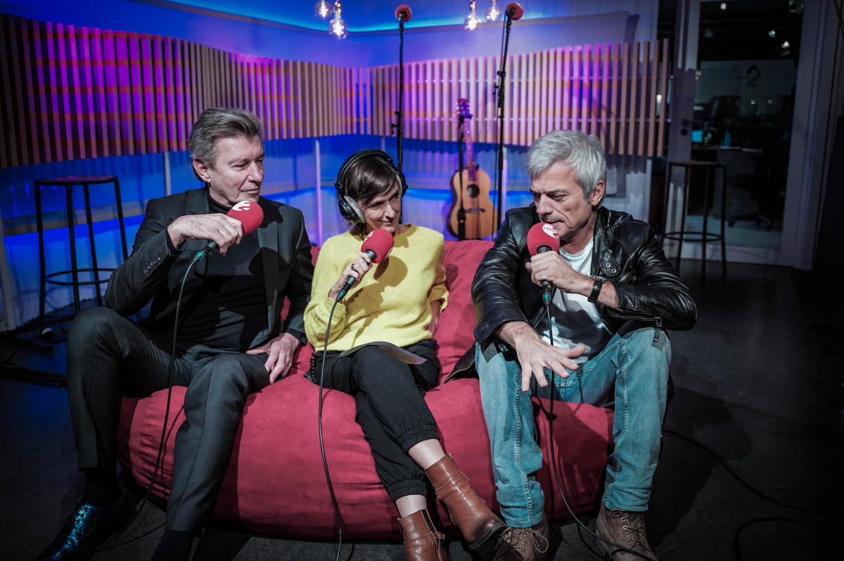 Jan Leyers en Paul Michiels op de zetel bij Anja Daems © Radio 2
