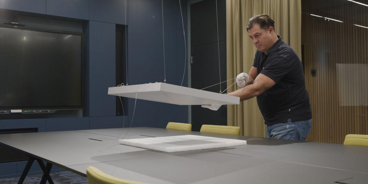 Die Lieferung, Installation und Einrichtung des Sennheiser Deckenmikrofons übernahm die Schweizer Supravision AG