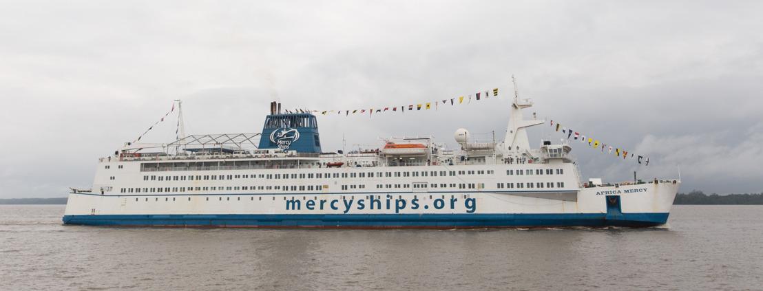 Heidelberger Universitätsprofessor engagiert sich ehrenamtlich auf Hospitalschiff im Senegal