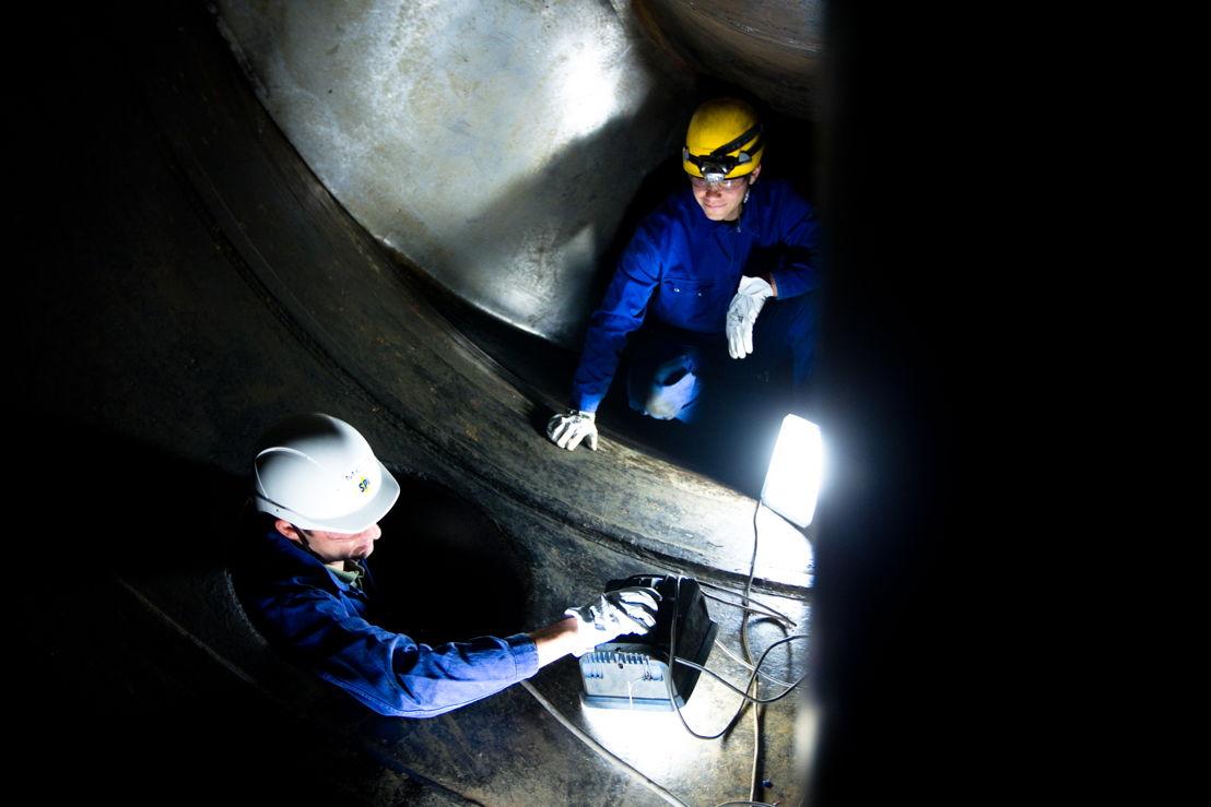 Men @work in Lixhe (hydro)