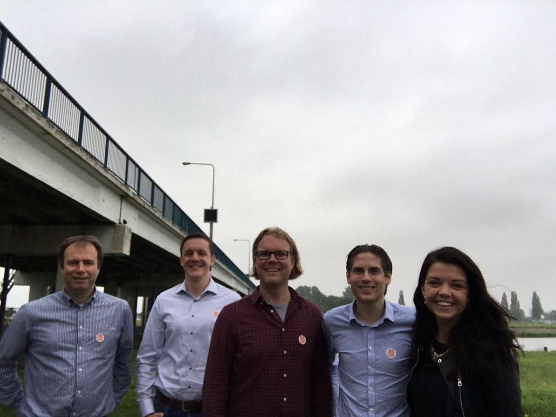 v.l.n.r. Douwe Hoornstra (BESIX), Richard ter Maten (Mourik), Jan-Co van den Doel (Mourik), Hugo Kruk (BESIX) en Cora de Groot (Mourik)