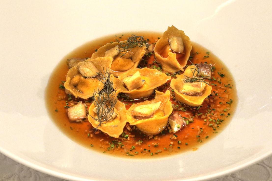 Ravioli di farina di polenta con ricotta Piemontese   il pesce agone alla brace in consommé di pesce alla soia