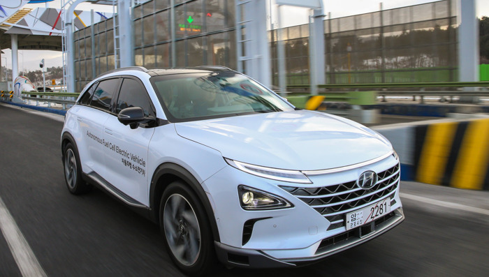 Hyundai Showcases World First Self-driven Fuel Cell Electric Vehicle