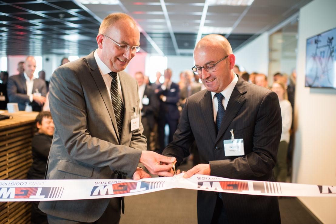 Left: Frits Harteveld, Alderman municipality Halderberge<br/>Right: Georg Kirchmayr, President TGW Logistics Group