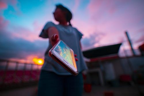 Gen Z y millennials encabezan tendencias emergentes del entretenimiento en línea