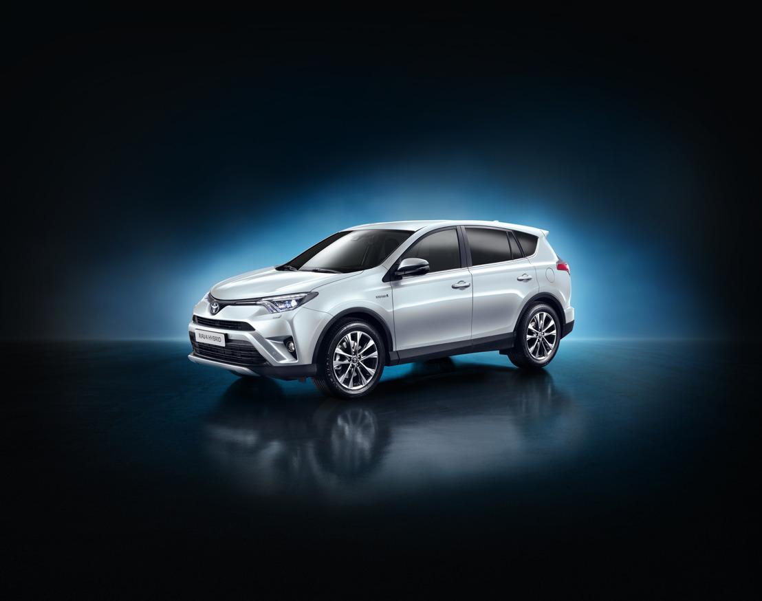 Toyota onthult nieuwe vierwielaangedreven RAV4 Hybrid op het Internationale Autosalon van New York 2015