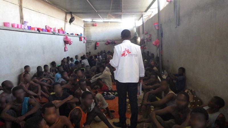 리비아의 구금센터 모습. 수용된 난민 한 명 당 0.41평방미터의 공간이 제공되는 수준이다. [국경없는의사회]