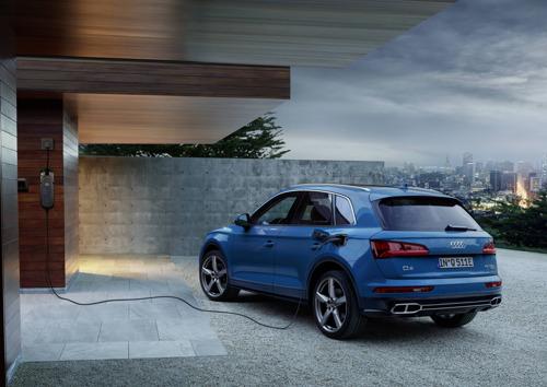 Sportive et efficace, transmission hybride rechargeable à l'appui : l'Audi Q5 55 TFSI e quattro