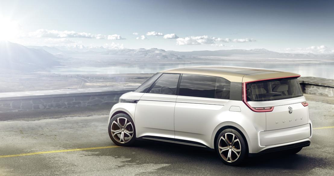 Le monospace à zéro émission de Volkswagen préfigure l'année 2019 : le BUDD-e invite l'Internet des objets et ainsi le monde entier à bord.