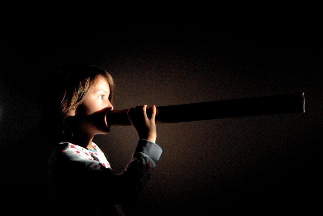 Podium: 6 & 7/11 (Beursschouwburg <3 BRONKS) - Britt Hatzius - BLIND CINEMA